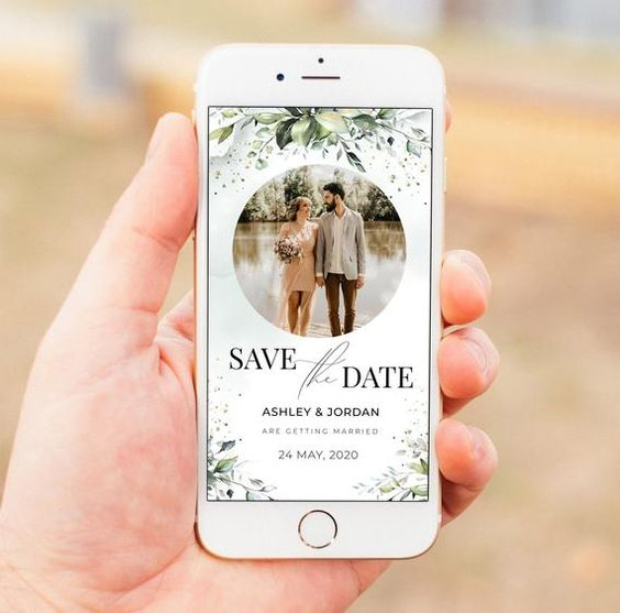 Save the date sent directly online, on a guest's smartphone