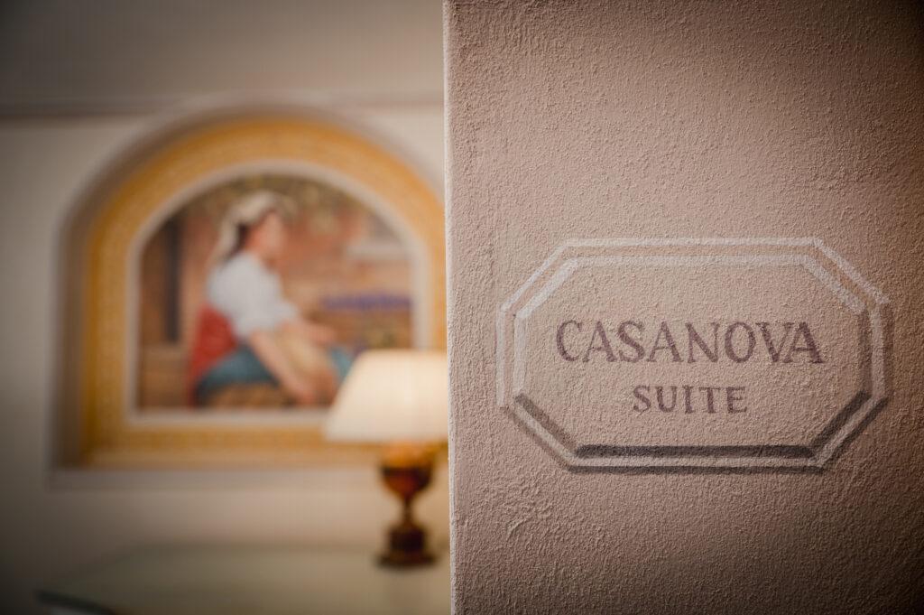 Casanova Suite e interno della Vinum SPA, con affresco sullo sfondo
