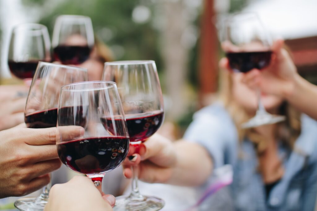 Feier unter Verwandten mit Trinkspruch